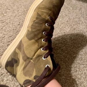 Gourmet NFN Leather Camo Sneakers Sz 8.5